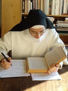 Une soeur de Saint Maximin fait ses études